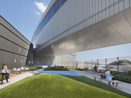 JetBlue Opens Rooftop Lounge at JFK
